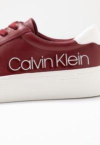 Calvin Klein - JANIKA - Joggesko - barn red - 2