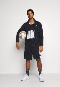 Nike Performance - STARTING - Chaqueta de entrenamiento - black/white - 1
