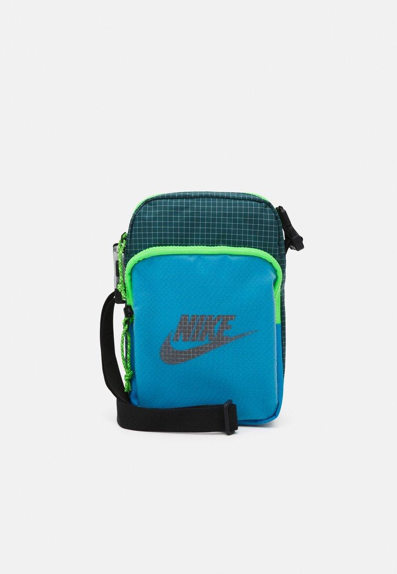Nike Sportswear - HERITAGE UNISEX - Umhängetasche - laser blue/dark teal green/black