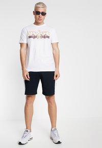 Brave Soul - CORAL - T-shirt imprimé - white - 1