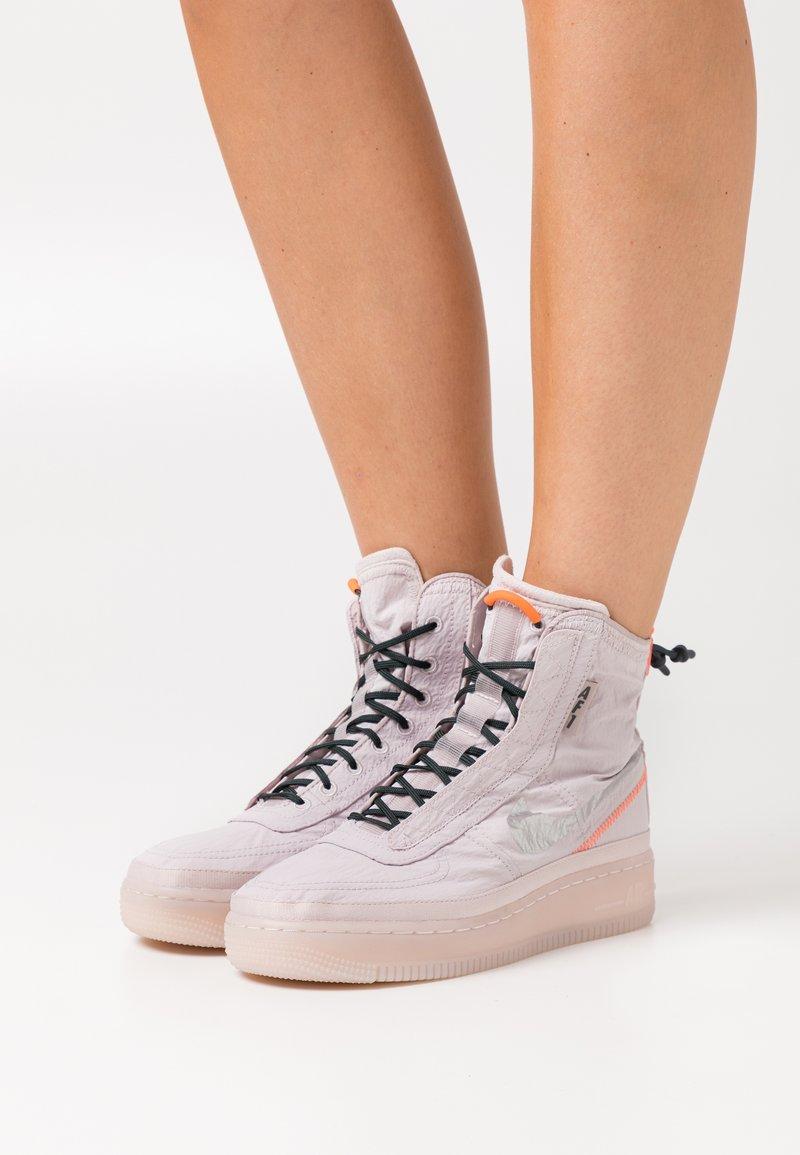 Nike Sportswear - AIR FORCE 1 - Sneakers alte - platinum violet/metallic silver/hyper crimson/seaweed