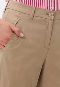 BRAX - STYLE MAINE  - Trousers - brown - 3