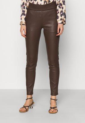 RANCHERA LUXURY FASHIONISTA PANTS - Leren broek - dark brown