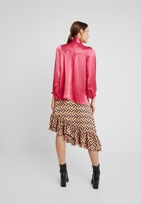 Second Female - MOONLIGHT BLOUSE - Blouse - rose red - 2