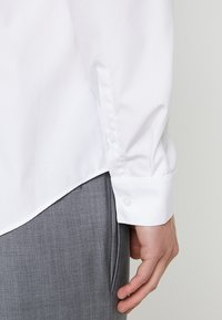 Calvin Klein Tailored - CONTRAST EASY IRON SLIM  - Formal shirt - white - 3