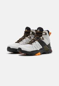 Salomon - X ULTRA 4 MID GTX - Chaussures de marche - lunar rock/magnet/buttersco - 1