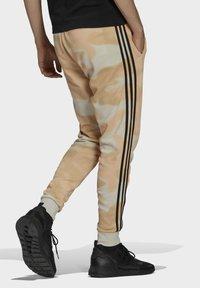 adidas Originals - Verryttelyhousut - beige - 2
