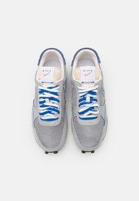 Nike Sportswear - DBREAK TYPE SE GEL UNISEX - Trainers - smoke grey/racer blue - 3