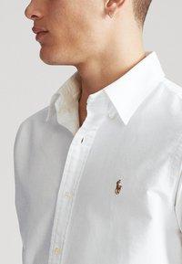 Polo Ralph Lauren - CUSTOM FIT  - Koszula - white - 5