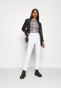 Levi's® - 724 HIGH RISE STRAIGHT - Straight leg jeans - western white - 1