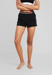 Calvin Klein Underwear - BOLD LOUNGE SLEEP SHORT - Nattøj bukser - black - 0