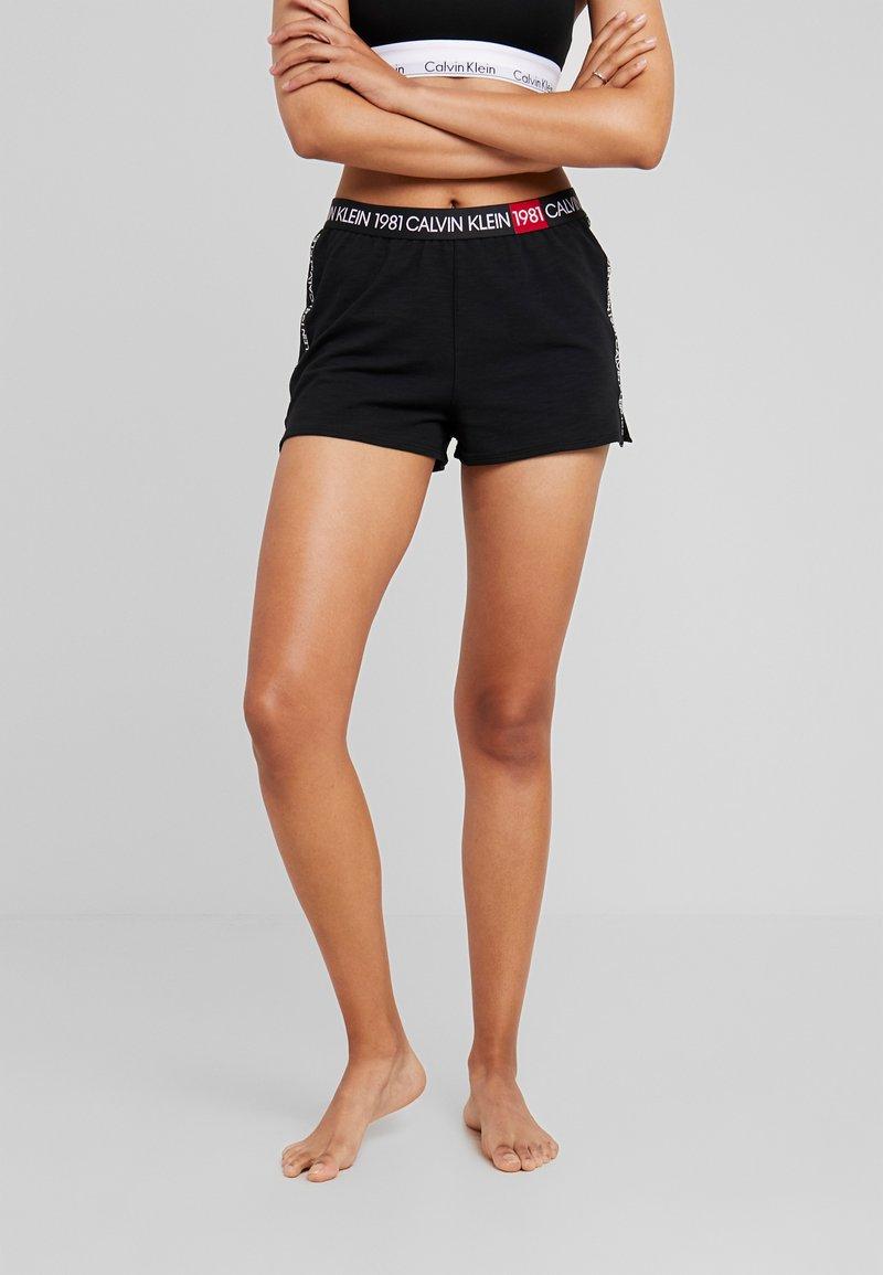 Calvin Klein Underwear - BOLD LOUNGE SLEEP SHORT - Nattøj bukser - black