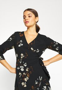 Vero Moda - VMHENNA WRAP DRESS - Kjole - black - 4