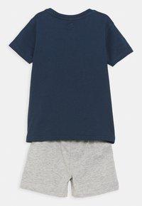 Lemon Beret - SMALL BOYS SET - Print T-shirt - dress blues - 1