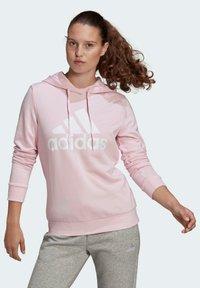 adidas Performance - ESSENTIALS RELAXED LOGO HOODIE - Felpa con cappuccio - pink - 0