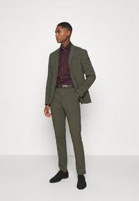 Selected Homme - SLHSLIMNEW MARK SLIM FIT - Zakelijk overhemd - winetasting/black - 1