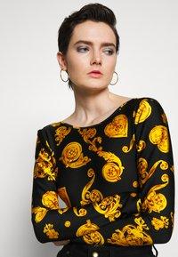 Versace Jeans Couture - Pitkähihainen paita - black - 3