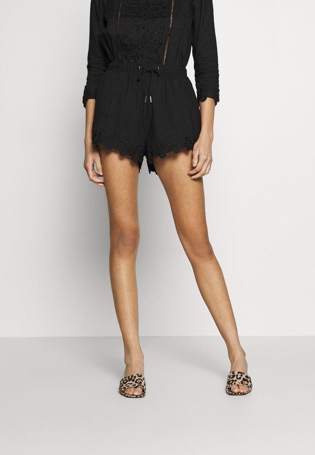 BEATRIX - Shorts - black daisy