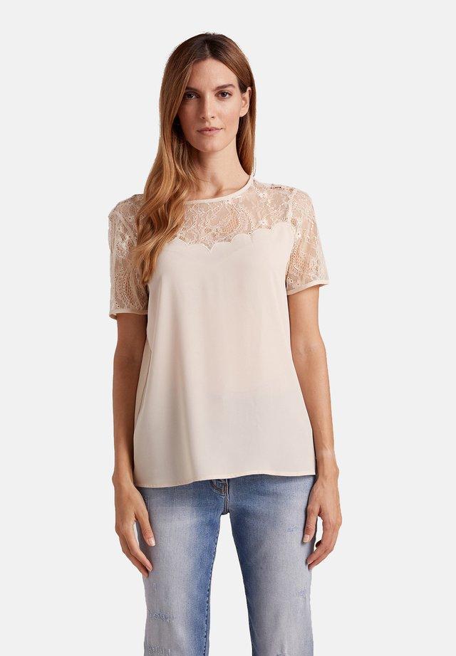 BIMATERICA CON PIZZO - Print T-shirt - beige