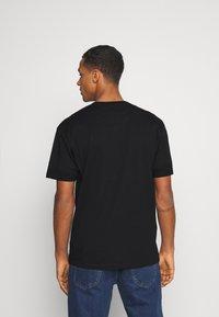 Common Kollectiv - GOTHIC TEE UNISEX - T-shirt imprimé - black - 2