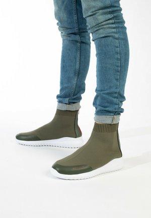 Sneakers alte - khaki