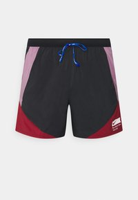 Nike Performance - STRIDE SHORT BLUE RIBBON SPORTS - Pantalón corto de deporte - black/violet dust/team red/white - 0
