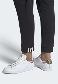adidas Originals - STAN SMITH SHOES - Baskets basses - white - 0