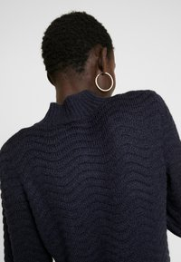 YAS Tall - YASBRENTRICE DRESS - Gebreide jurk - navy blazer - 7