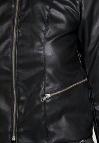 Pieces - PCRICHIE STRAIGHT ZIP JACKET - Imitert skinnjakke - black - 5