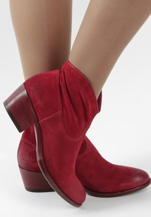 Classic ankle boots - red