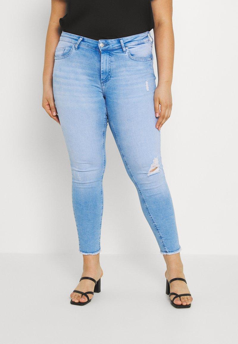 ONLY Carmakoma - CARWILLY LIFE  - Jeans Skinny Fit - light blue denim
