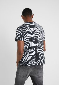 Just Cavalli - T-Shirt print - black/white - 2