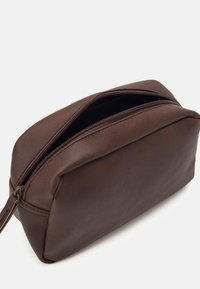 Jack & Jones - JACCARLO TOILET BAG - Wash bag - chocolate brown - 2
