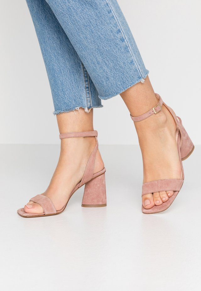 MAIORCA - Sandalen met hoge hak - malva