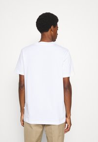 Selected Homme - SLHRELAXCOLMAN O NECK TEE - Basic T-shirt - bright white - 2