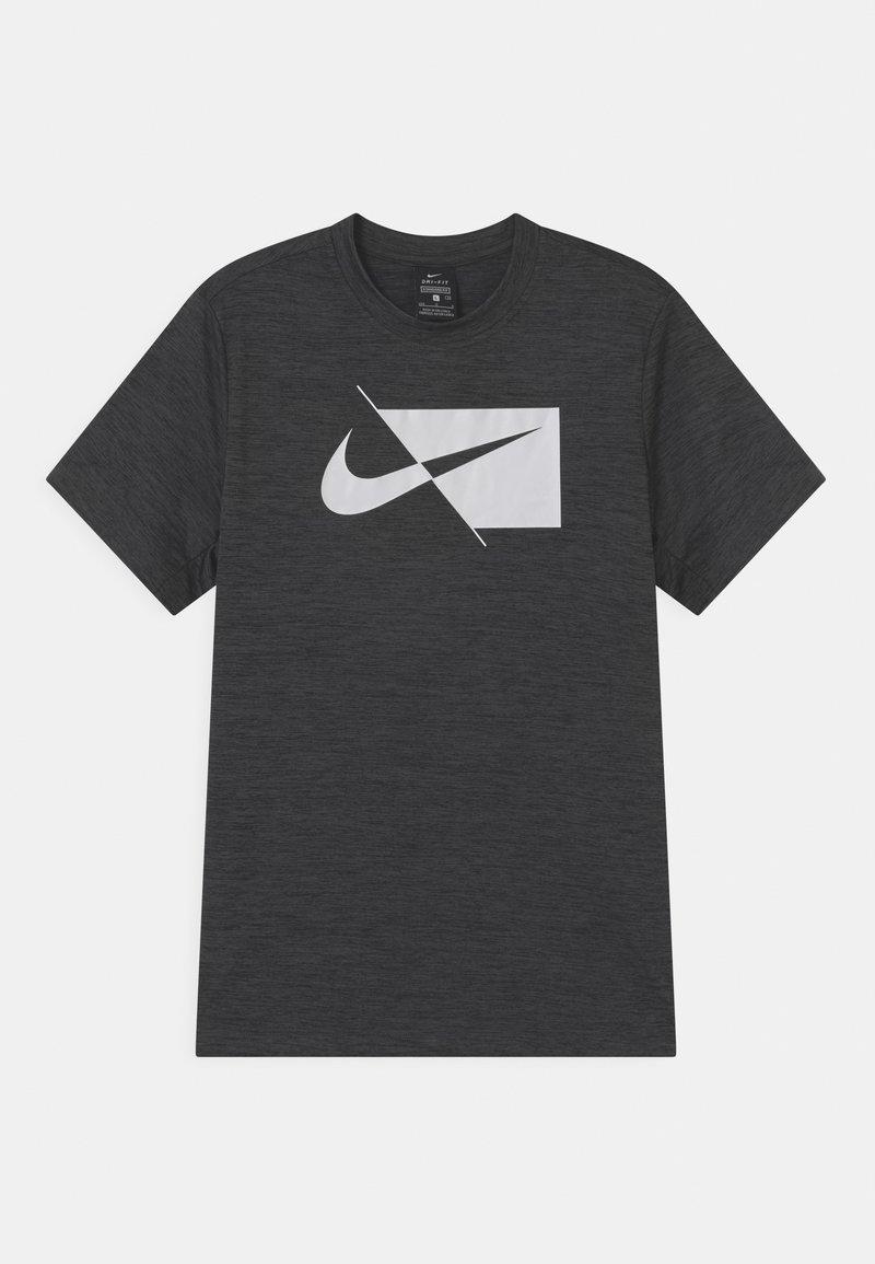 Nike Performance - PLUS - Print T-shirt - black/white