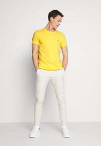 Tommy Hilfiger - T-shirt basic - yellow - 1