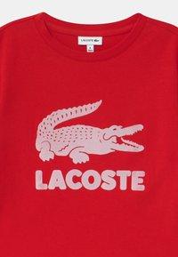 Lacoste - T-shirt imprimé - rouge - 2