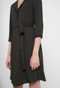 Vero Moda - VMGRACE - Denní šaty - peat - 6