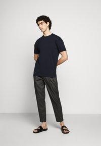 DRYKORN - THILO - Basic T-shirt - blau - 1