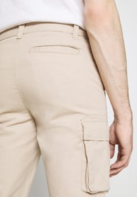 Newport Bay Sailing Club - PANT - Cargo trousers - stone - 3