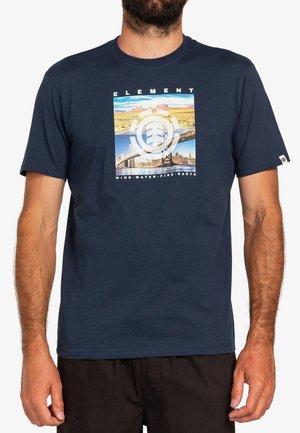 PEORIA - Print T-shirt - eclipse navy