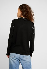 Wallis Petite - SCATTER STUD HIGH NECK - Stickad tröja - black