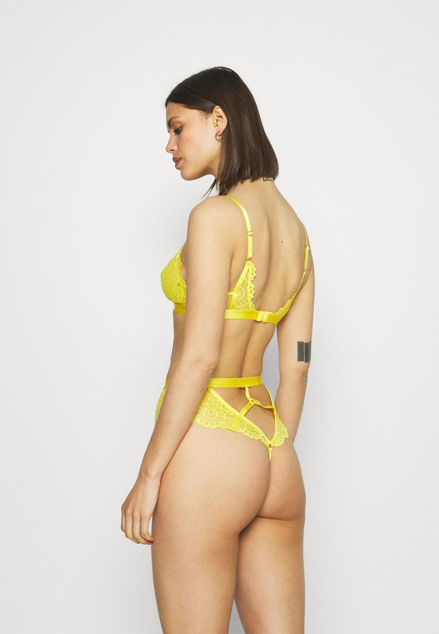 EVERY NIGHT CUT OUT THONG - String - yellow