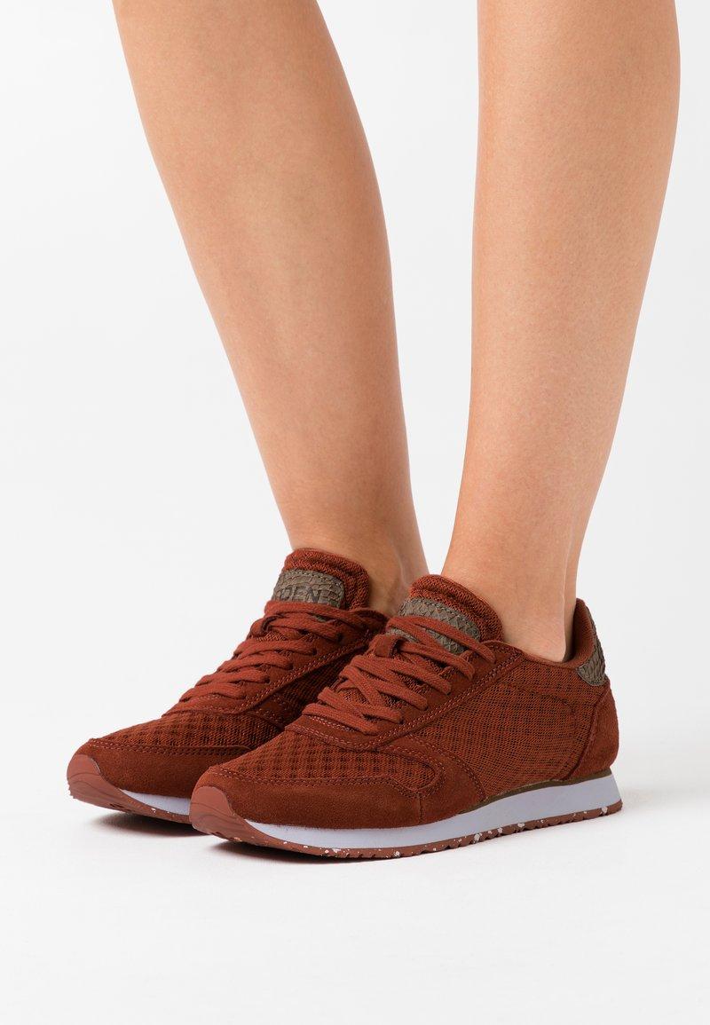 Woden - YDUN - Sneakers laag - rust