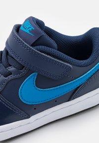 Nike Sportswear - COURT BOROUGH 2 UNISEX - Baskets basses - midnight navy/imperial blue/black - 5