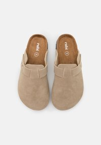 Rubi Shoes by Cotton On - REX STUD CLOSED TOE MULE - Tohvelit - neutral - 5