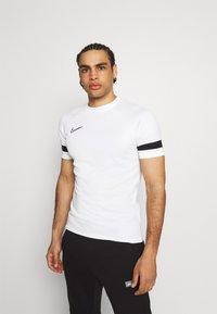 Nike Performance - T-shirt imprimé - white/black - 0