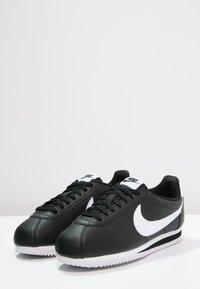 Nike Sportswear - CORTEZ - Sneaker low - black/white - 2
