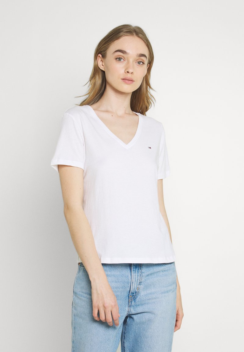 Tommy Jeans - SOFT V NECK TEE - T-shirt - bas - white